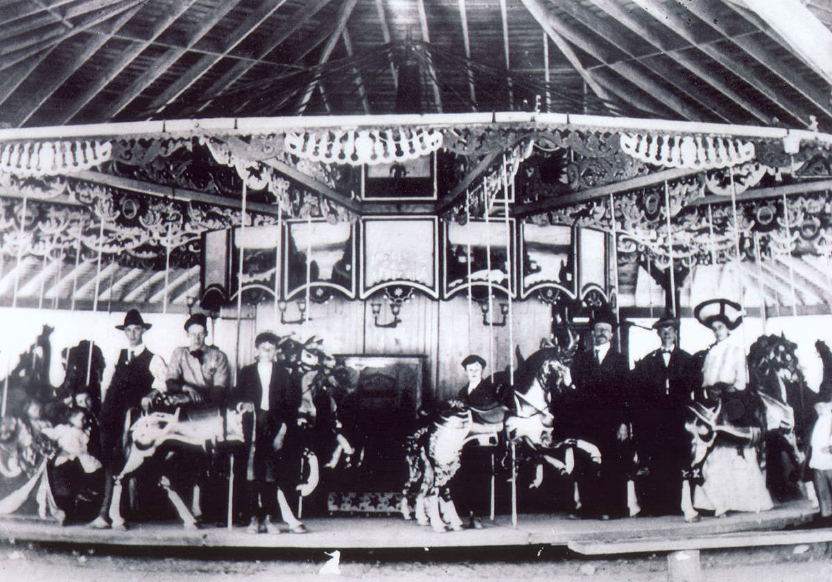 Black and white photograph of Seabreeze Carousel in 1900.