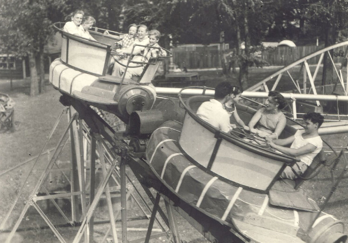 Black and white photo of a spinning rollercoaster ride at Seabreeze from 1950.
